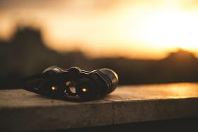 binoculars-1209892_640